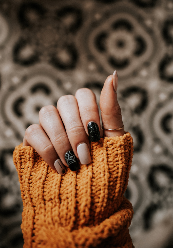 Tout savoir sur les faux ongles matière, pose, prix, avantages