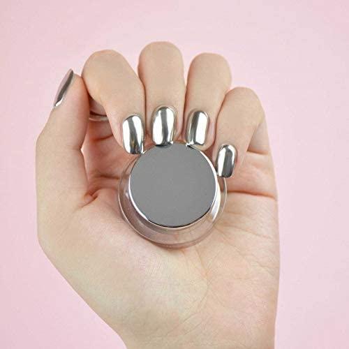 Poudre chromée et manucure effet miroir: la nouvelle tendance
