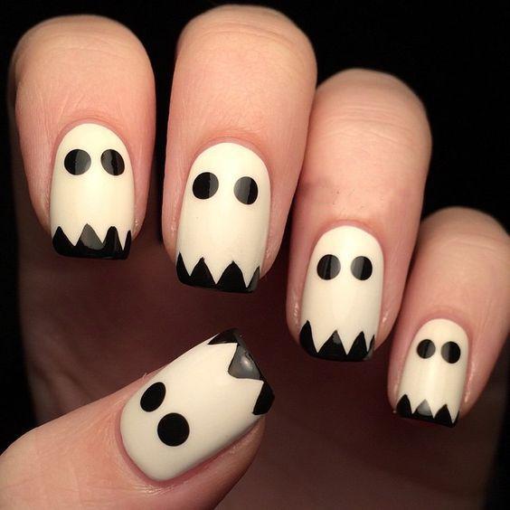 nail art halloween fantome