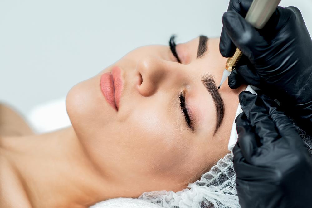maquillage semi-permanent sourcils