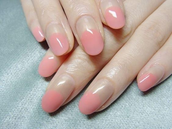nail art rose minimaliste